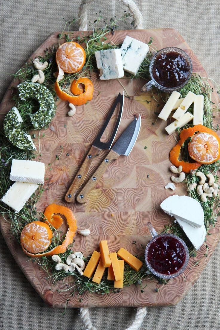 Yksi tämän joulun sesonkituote on juustokranssi, joita on jo nähty montaa erilaista mallia. Ongelma kokonaan juustolla tehdyssä isossa kranssissa on se, että syöjiä pitää olla paljon, sillä valmiiksi palastellut juustot kuivuvat nopeasti. Tästä syystä meillä...