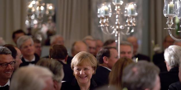 """""""Sulla scrivania la Merkel tiene un ritratto della zarina Caterina la Grande"""""""
