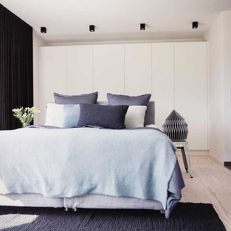Mix up cabinet sizes for cool look like in @emilthorup 's bedroom ...