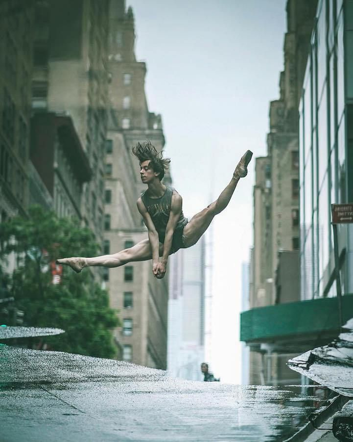 O fotógrafo Omar Robles resolveu unir o balé e a fotografia em um projeto surpreendente, trocando os palcos de dança pelas ruas de Nova Iorque.