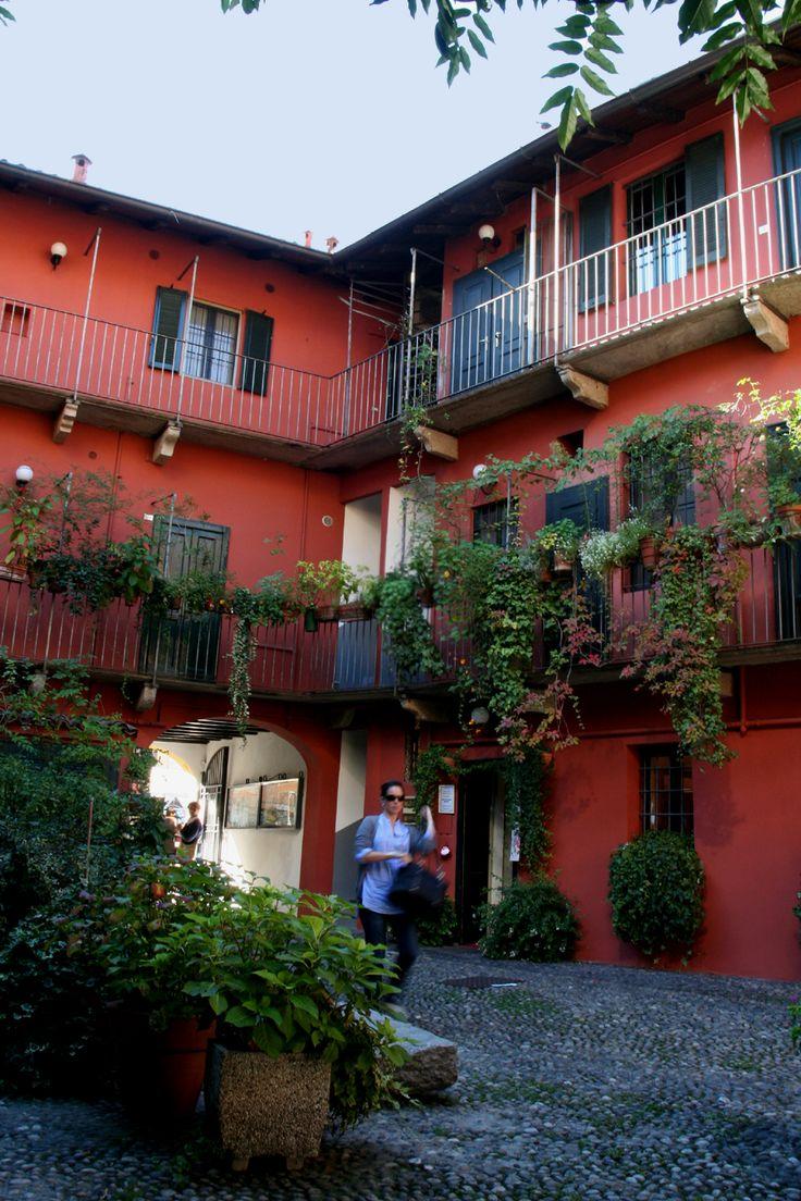 Corte interna, Naviglio Grande, Milano.  Courtyard, Milano's canals.