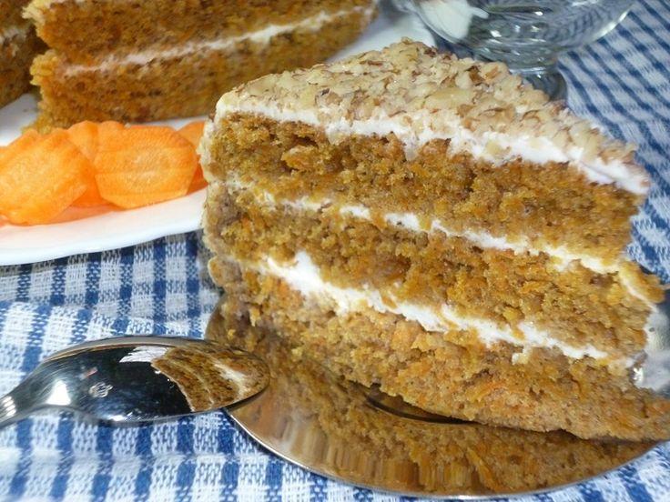 Восхитительный, пряный и сочный, никогда не останется незамеченным на столе. Этот торт вполне может стать фирменным семейным – настолько его вкус за