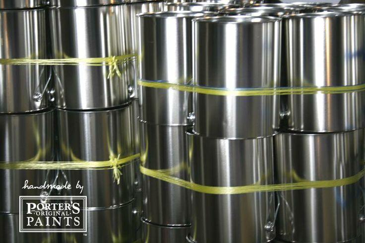 シンプルな缶。ここから一人一人に合ったオーダーメイドカラーが作られる。