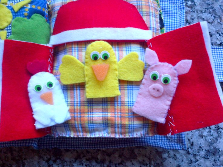 Open Barn with animals finger puppets