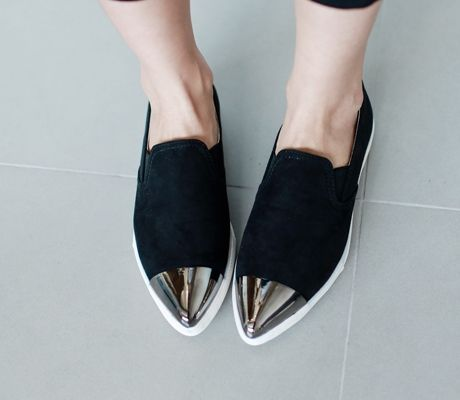 Loveliness of the female clothing shop. [Whitefox] Metal Point Roper / Size : 230-250 / Price : 38.62 USD #korea #fashion #style #fashionshop #apperal #koreashop #ootd #whitefox #shoes #loafer #metalpoint