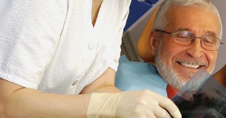 ¿Cómo comprobar la mala praxis dental?. A veces, un dentista o doctor puede equivocarse a la hora de tratar a un paciente. Al equivocarse, ha cometido mala praxis. Muchas veces, para los dentistas, los procedimientos dentales terminan en malos resultados. Sin embargo, no todos estos son considerados mala praxis. La ley dicta qué es lo que se considera como negligencia, y cada estado ...