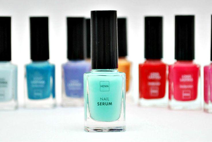 Bij HEMA vind je een hoop mooie kleurtjes voor op je nagels, maar ook bijvoorbeeld dit serum, waarmee je je nagels verzorgt!