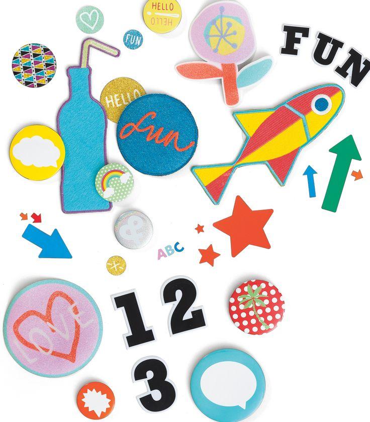 Met de buttons, patches en stickers van HEMA maak je je schoolspullen helemaal af.