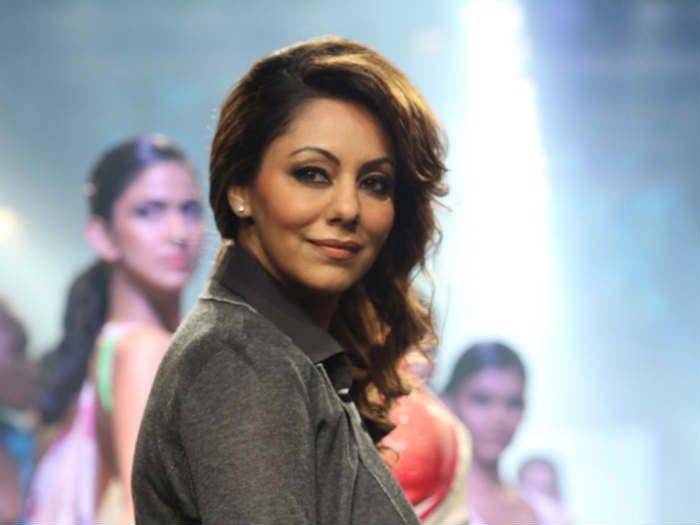 Shah Rukh Khan's Wife Gauri Attends Lekha Washington's Art Show