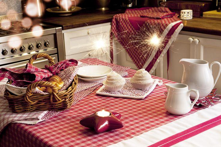 Party house #texturainteriors #cocina #kitchen #salón #diningroom #manteleria #tablecloths #vestirmesa #servilleta #napkin #rojo #red #pattern