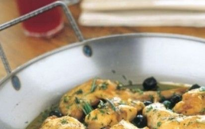 Coniglio alle olive nere di Gaeta - La ricetta del coniglio alle olive nere di Gaeta è un secondo piatto gustoso, da preparare con facilità con olive nere, aceto, olio e prezzemolo.