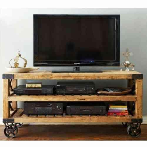 Meuble télé qui peut bouger grâce à ces roues métalliques