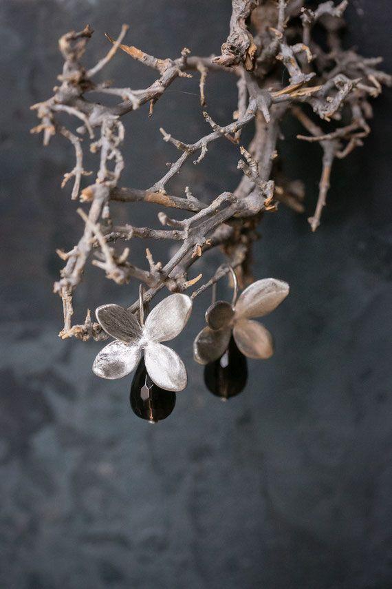 Solveig Linke crea gioielli in oro e argento partendo dalla natura e utilizzando la tecnica della cera persa.