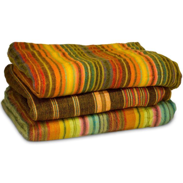 Beautiful and cozy hand-woven blanket / throw from Ecuador (Medium)
