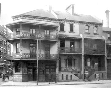 The London Tavern at 256-260 Elizabeth St, Sydney in 1909 at the corner of Albion St. Lily Webb was the licensee. •City of Sydney Archives•