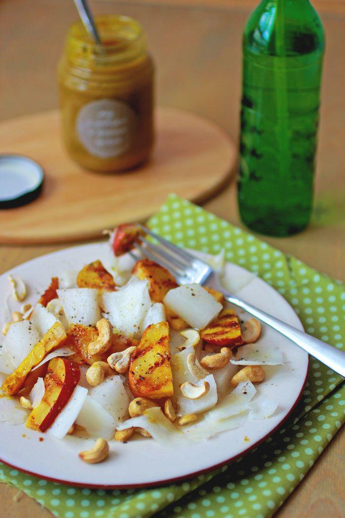 Салат с грушей и козьим сыром