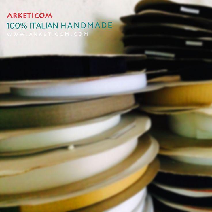 Arketicom produce oggetti di design per l'arredamento d'interni realizzati con processi totalmente artigianali e 100% made in Italy!  Qualsiasi siano i vostri gusti, tendenze ed esigenze, vi aiuteremo a personalizzare e rendere unico il vostro ambiente.   Sarà la vostra casa a stupirvi!   Dedichiamo una grande attenzione alle esigenze del Cliente. Da noi avrete sempre una risposta! perché in quello che facciamo,  ci mettiamo …LA STOFFA!