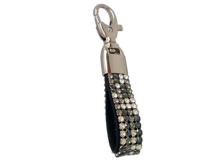 Beautiful Cango & Rinaldi key ring with classical multi-silver Swarovski crystals is very elegant choice. New crystal combination from Swarovski makes this piece very suitable to be worn as decoration on your hand bag as well.  Delivery time with-in European Union 3 - 5 business days and outside of EU 3 - 8 business days depending on your location.