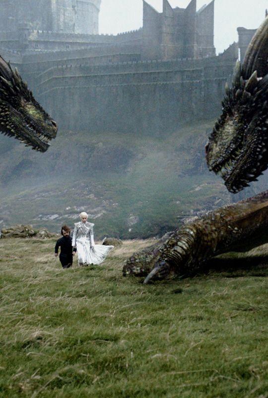 Daenerys Targaryen w/ Tyrion, Rhaegal & Viserion in Game of Thrones 7.06 (x)