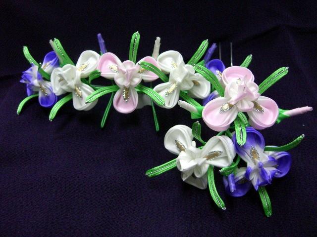 Q5 May iris (ayame 菖蒲) kanzashi from Ikuokaya 幾岡屋の簪・髪飾りページ