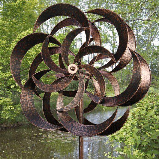 Deze bronskleurige windmolen in de vorm van een dubbele bloem heeft een hoogte van maar liefst 210 cm Mooi Landelijk tuindecoraties en accessoires