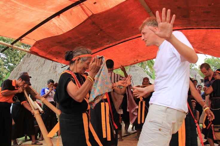 Hospitable people of Belaraghi are familiar with communal dance, a part of their ways of being a good host to friendly visitors. Christian Fritz and his fellows have traveled very far and really enjoyed the dance.
