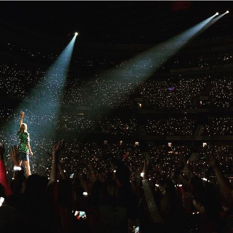 taylorswift: Back on the road!! Insane crowd in Ottawa tonight.
