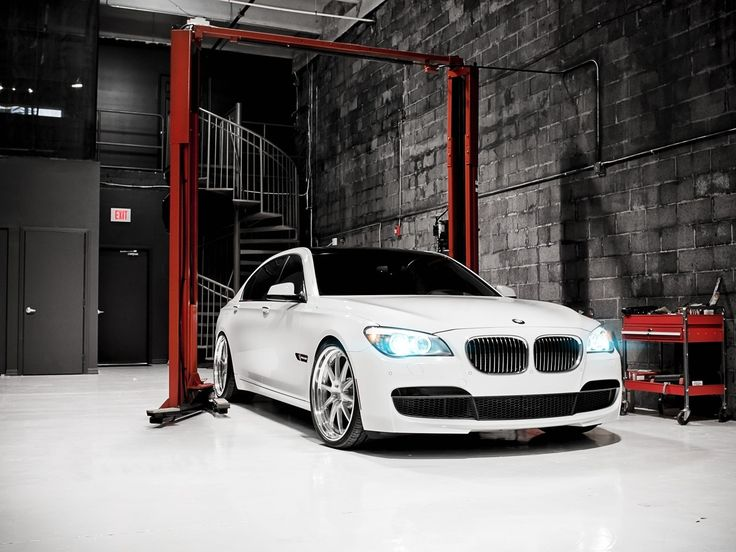 Bmw cars grayscale bmw 7 series garage bmw f01 f02 for Garage bmw 33