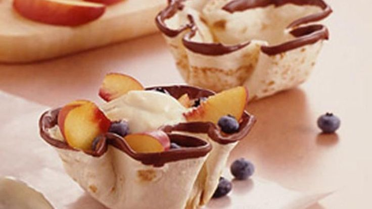Looking for a delicious dessert? Enjoy tortillas made using fruits and chocolate – ready in 30 minutes.