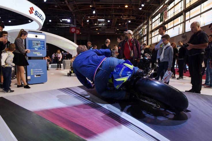 Suzuki présente deux modèles de motos sur son stand Pavillon 1 dont cette belle animation #MondialAuto