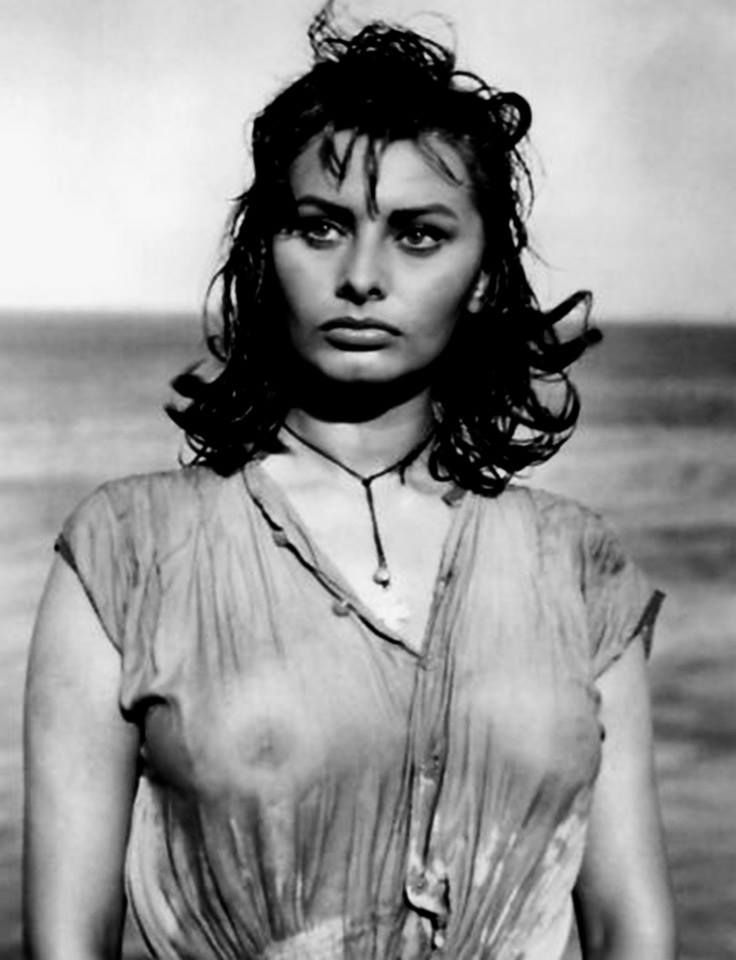 """Sophia Loren in the movie """"Boy on a Dolphin"""" directed by Jean Negulesco. The film is noteworthy as Sophia Loren's English language debut. Greece, 1957"""