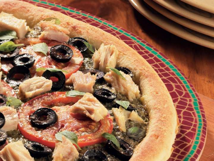 Open Up The Possibilities with this quick and easy Mediterranean style pizza. Our Niçoise Tuna Pizza is a healthy take on a fast food favourite, add just a little cheese to make it a lighter option.