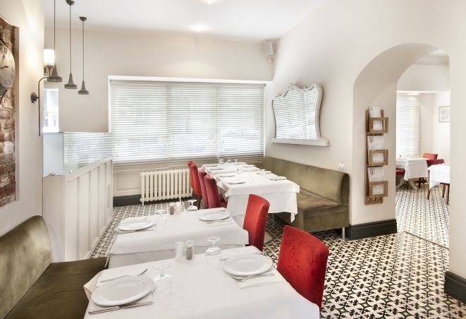 5430 kodlu karomuz bir restaurantın zemininde...