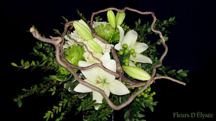 Bouquet de lys blanc, chrysanthème revert et noisetier