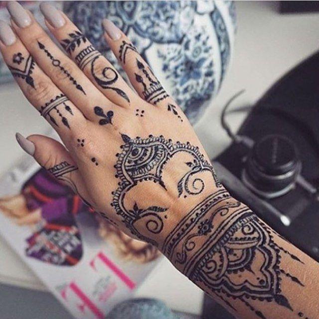 Hasnae Benissa Rayanahfashion حسنا بنعيسى العيد فرحه ما تكمل الا بوجودج العيد بهجه ما تحلى الا بقربج Diy Arts And Crafts Arab Women Women Wear
