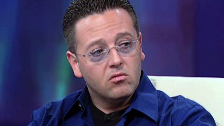 John Edward, the rockstar of psychics, made his name by helping people reach out to the 'other side' and make one more connection with their loved ones on television shows like 'Crossing Over with John Edward.' Watch as the psychic medium pulls back the curtain to reveal his working process. (Original airdate: February 15, 2007)
