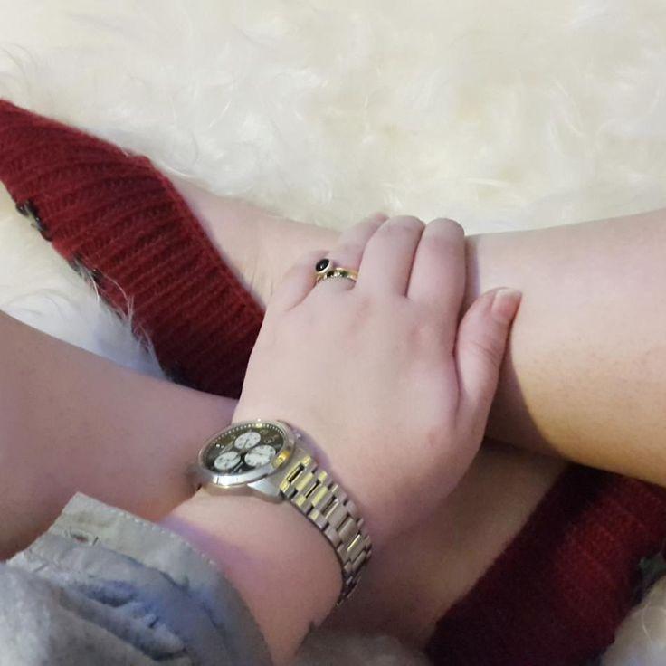 Hygge hvad mere kan jeg sige?  #hvisk #hviskstyling #hviskstylist #hviskjewellery #smykker #jewellery #ringen #fingerring #fingerringe #ring #ringe #rings #sølvforgyldt #sølvforgyldtring #ur #certinawatch #certina #certinaur #jul #christmas #christmastime #juletiden #juletid #julegaveønsker #christmaswish #christmaswishs #hjemmestrik #strik #hjemmestrikketsutsko #hjemmestrikkedesokker