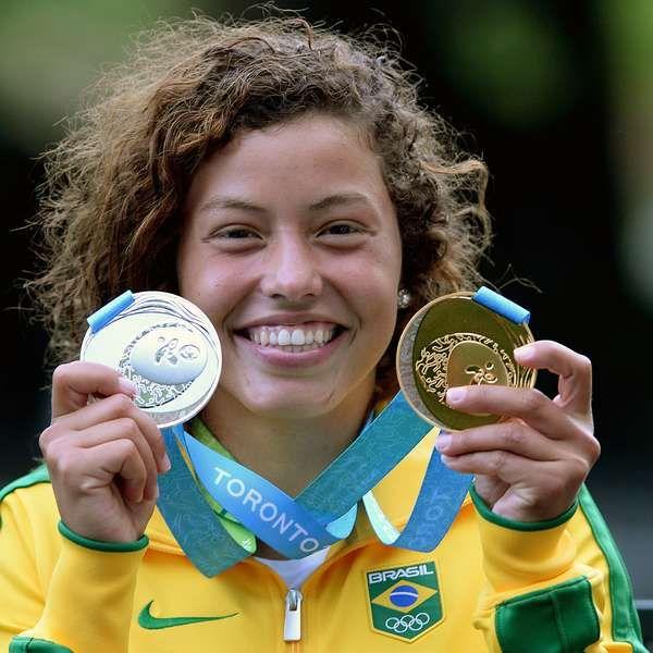 Ana Sátila leva 1º ouro feminino na canoagem e faz história.