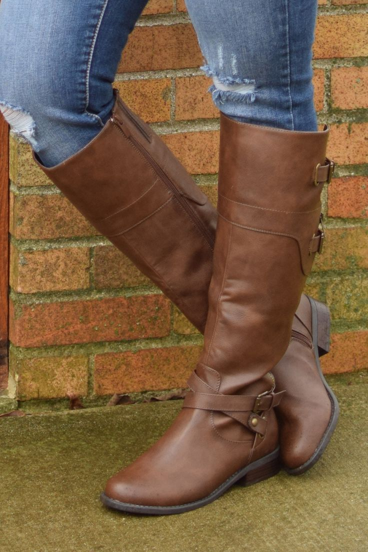 The Robbin Boots are a rich, brown color that goes perfectly with all our fave fall outfits! The zip up back and the added buckles make this boot so trendy!