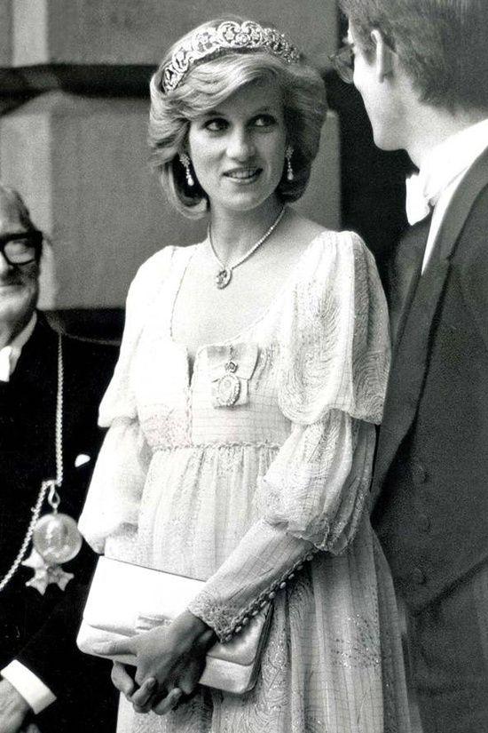 Prinzessin Diana schwanger mit Harry.