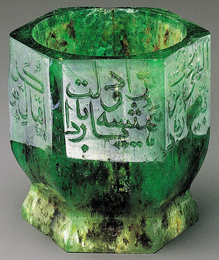 Emerald cup with Persian verse, the side carved the inscription: 41 mm H, the maximum width of the side: 38 mm, 252 carats, Mughal, India, the end of the 16th-17th century. http://lilitochka.ru/viewtopic.php?id=395&p=2#p70734