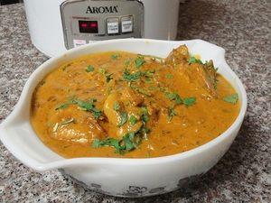 Фото к рецепту: Ароматная курица под соусом ! ! !