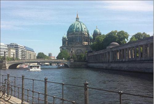Mooi uitzicht : De Dom van Berlijn in Berlin Mitte. Dit ligt op de grens van Oost en West Berlijn. #berlijn #domvanberlijn