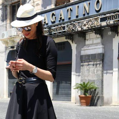 novamoda travels, travel, mała czarna, classy, classy in the city, summer style, sukienka, kapelusz panama, zwiedzanie miasta, klasyka, klasycznie, sukienka idealna, moda po 40 ce, kobiety, styl życia, blog podróże, travel blog, sycylia, włochy, wakacyjna sukienka, Katania