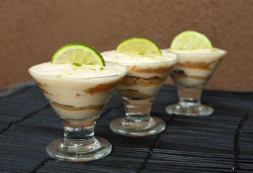 Comida mexicana , Lime and Maria Trifle.  Galletas Maria y limon. Postre  Mexican Food Desert