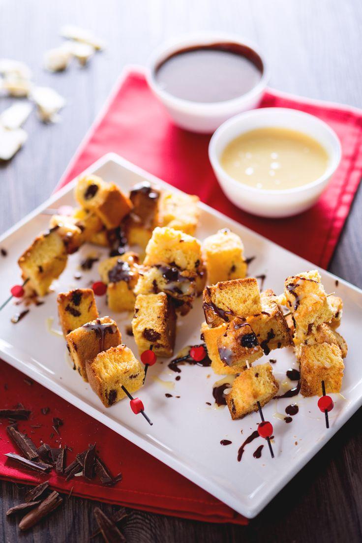 Spiedini di #panettone con fonduta ai due cioccolati: trasforma il tuo panettone in un dessert da favola! #Giallozafferano #recipe #ricetta #Natale #christmas #xmas