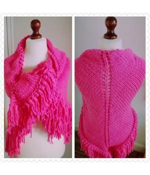 """Mevrouw van Straten & Co heeft deze heerlijke royale gebreide omslagdoek in haar winkel ^-^Ideaal als """"tussendoor"""" jas voor herfstIn kittige roze (fluor kleur)1 op voorraad & indien niet op voorraad 1 week levertijd"""