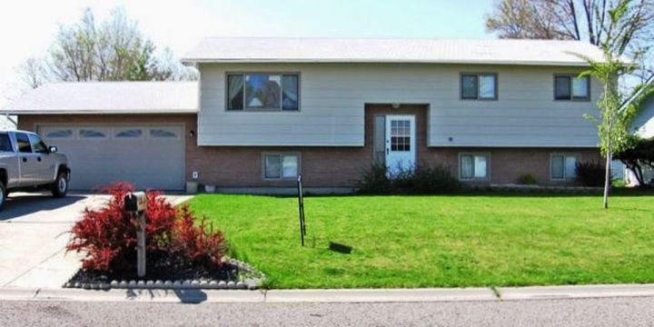 3 Bedroom House With Fenced Yard Billings Mt Rentals 3467po 3 Bedroom 1 3 4 Bathroom House With Fenced Renting A House Fenced In Yard Large Family Rooms