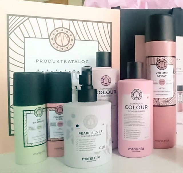 New post on the blog! Goodiebag reveal from the latest Maria Nila Event! Find the link in the description #marianilastockholm #marianila #blog #beautyblogger #haircare #luminouscolour #dryshampoo #marianilacolourrefresh #colourrefresh #silver #pearlsilver #volumespray #beauty #hair