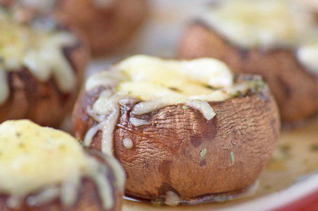 die besten 25 berbackene champignons ideen auf pinterest gesunde gef llte champignons. Black Bedroom Furniture Sets. Home Design Ideas